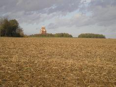 Le Mémorial de Thiepval franco-britannique, situé sur le territoire de la commune de Thiepval, commémore l'offensive franco-britannique de la Bataille de la Somme du second semestre de 1916, au cours de la Première Guerre mondiale.