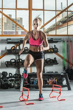 Sanna Lüdi - Under Armour Skicross Athlete Crossfit, Under Armour, Workout, Outfit, Athlete, Sporty, Gym, Motivation, Style