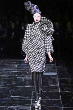 Sfilata Alexander McQueen Parigi - Collezioni Autunno Inverno 2009/2010 - Vogue
