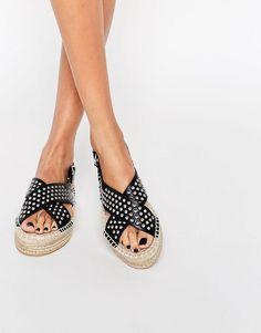 a7023425803 Descubre una completa gama de estilos de zapatos para mujer en ASOS. Todo  tipo de calzado desde sandalias de cuña a zapatillas de deporte.