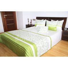 Prehoz na posteľ zeleno bielej farby s ornamentmi Bed, Furniture, Home Decor, Bed Linens, Outfits, Decoration Home, Stream Bed, Room Decor, Home Furnishings