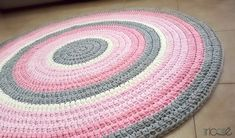 Custom-made crochet rug Hand-knitted with tshirt yarn colored cream, gray, pink and light pink.  Diameter 1.3 m