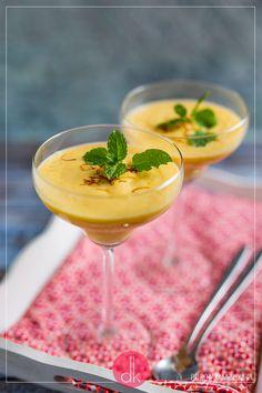 Mango lassi czyli koktajl kuchni indyjskiej, przygotowywany na bazie mango i jogurtu naturalnego. #koktajl #smoothie #mango #przepis #lassi #fit