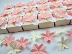 Caixinhas de origami para amêndoas :) http://loja.sakuraorigami.com.br/pd-f4488