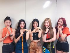 ITZY got the win❗ Thank you very much for today, we love you❤ See you again tomorrow everyone V_V🤗 Kpop Girl Groups, Korean Girl Groups, Kpop Girls, K Pop, Congratulations Baby, Stage Outfits, Prom Dresses, Formal Dresses, Beauty