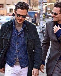 【夏】白シャツ×チノパン・ブラウンローファーの着こなし(メンズ) | Italy Web