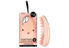 Oh K, marque coréenne de soins de beauté, propose des produits fun et innovants. Brosse démêlante parfumée à la pêche Une brosse à cheveux kawaï, arrondie, adaptée à la forme de la main, pour démêler et parfumer les cheveux.