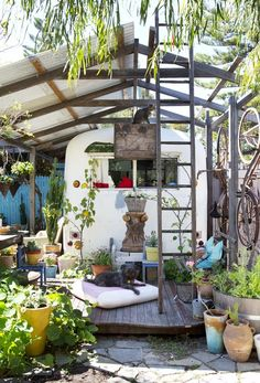 Kind of crazy backyard. Home of Trish Bygott and Nathan Crotty. Photo by Angelita Bonetti, styling by Anna Flanders. The Design Files.