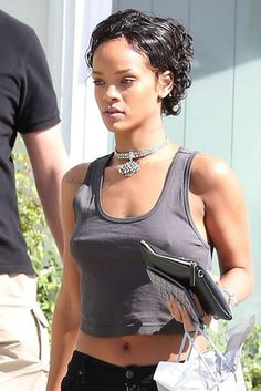 Everyone knows who Rihanna is. We agree that Rihanna is not only a talented singer, but also a trend Mode Rihanna, Rihanna Riri, Rihanna Style, Short Curly Hair, Short Hair Cuts, Curly Hair Styles, Natural Hair Styles, Rihanna Short Haircut, Natural Hair