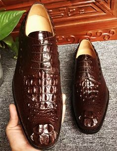 Brown genuine crocodile leather shoes for sale, genuine crocodile leather shoes for men. Men's Shoes, Shoe Boots, Shoes Men, Derby, Robin, Gentleman Shoes, Crocodile, Mens Designer Shoes, Business Shoes