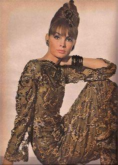 Jean Shrimpton for Vogue, November 1963                                                                                                                                                                                 Plus