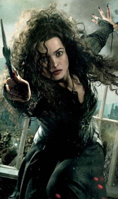 Helena Bonham Carter as Bellatrix LeStrange from the Harry Potter movie series Cosplay Harry Potter, Arte Do Harry Potter, Harry Potter Halloween, Harry Potter Cast, Harry Potter Characters, Harry Potter World, Helena Bonham Carter, Harry Potter Bellatrix Lestrange, Hermione Granger