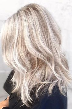 20 Stunning Blonde Hair Color Ideas in There are so much blonde hair color. - - 20 Stunning Blonde Hair Color Ideas in There are so much blonde hair color ideas all around the web. The problem is none of them if you are look. Light Blonde Hair, Blonde Hair Looks, Blonde Hair With Highlights, Brown Blonde Hair, Light Hair, Red Hair, Short Platinum Blonde Hair, Light Blonde Balayage, Platinum Highlights