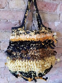 Best Handbags, Nice Handbags, Crochet Purses, Crochet Bags, Art Bag, Boho Bags, Freeform Crochet, Types Of Bag, Fabric Bags