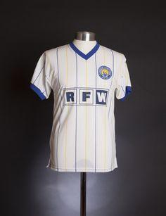 Leeds United 1982 www.classicfootballshirts.co.uk Leeds United Shirt, Leeds United Fc, The Damned United, Real Champions, Retro Football Shirts, Football Kits, Peacocks, Blue Gold, Sweden