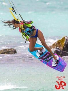 Girl power ! Let´s try kitesurfing with Addict kite School