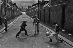 Martine FRANCK :: Boys playing soccer in the street, Newcastle-on-Tyne, UK Soccer Art, Soccer Games, Play Soccer, Soccer Stuff, Brindille, Dream Pictures, Photographer Portfolio, Alfred Stieglitz, Boys Playing