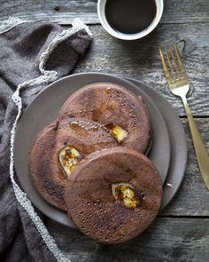 Banana-chocolate pancakes. https://www.jotainmaukasta.fi/2016/01/16/gluteenittomat-suklaapannukakut/