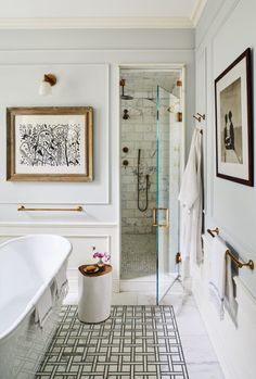 Carrier and Company Crafts a Family Home in Brooklyn for Maisonette Cofounder Sylvana Durrett & Architectural Digest The post Carrier and Company Crafts a Family Home in Brooklyn for Sylvana Durrett appeared first on Suggestions. Diy Bathroom, Bathroom Interior, Small Bathroom, Bathroom Ideas, Bathroom Organization, Bathroom Mirrors, Bathroom Cabinets, Bathroom Storage, Neutral Bathroom