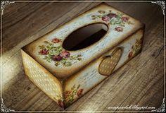 Decoupage tissue box More Decoupage Wood, Decoupage Vintage, Tissue Box Covers, Tissue Boxes, Painted Wooden Boxes, Decoupage Printables, Diy And Crafts, Paper Crafts, Chalk Paint Projects