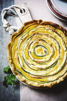 groentequiche met gerookte zalm Diner Recipes, Kitchen Recipes, Dessert Recipes, Oven Dishes, Food Dishes, My Favorite Food, Favorite Recipes, Quiches, Tasty