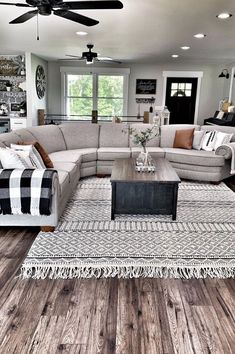 Living room configuration for a farmhouse living room DIY are everything you need to see. Click through to see ideas for farmhouse living room couch to living room shiplap inspiration swankyden farmhouse livingroom 229191068523779760 Small Living Room Design, Rugs In Living Room, Living Room Couches, Living Room Setup, Living Room Suites, Dinning Room Rugs, Living Room With Color, Living Room Open Concept, Contemporary Living Room Designs