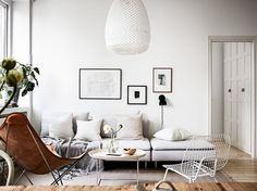 Wondering how to decorate your first apartment from scratch? No panic—this is your road map.