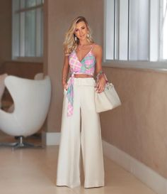 Wondering through the fashion world and came through these terrific outfits in the Western fashion community. I must confess, these outfits are so beautiful. Look Hippie Chic, Look Chic, Fashion Pants, Fashion Outfits, Fashion Trends, Classy Outfits, Casual Outfits, Fashion Looks, Love Fashion