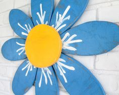 Wooden Daisy Outdoor Patio Wall Hanging by Vintage Sign Designs on Etsy Patio Wall, Nature Decor, Wooden Walls, Sign Design, Vintage Signs, Daisy, Hand Painted, Rustic, Outdoor Decor