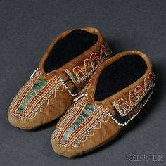 Haudenosaunee (Iroquois) Quilled Hide Child's Moccasins - View auction on www.skinnerinc.com