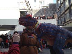 Zelfs op Carnaval Aalst kom je ze tegen, die dino's :-)))