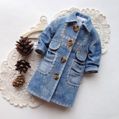 Items similar to Blythe Denim cape - blythe cloak- blythe cape - Blythe Denim - Blythe clothes - Blythe - Blythe outfit - Denim cape for Blythe on Etsy Barbie Sewing Patterns, Baby Clothes Patterns, Clothing Patterns, Ropa American Girl, American Girl Clothes, Denim Overalls, Denim Outfit, Baby Boy Dress, Vintage Baby Clothes