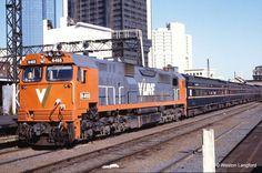 115910: Spencer Street 8263 5:38pm Down South Geelong Passenger N 468. 18 February 1987.