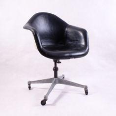 Designové otočné křeslo Eames