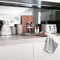 Just finished doing another install...the best way to finish off the working week! Here is a sneak peek of the kitchen, I love adding accessories to a kitchen bench to warm up all those hard surfaces. The new @delonghi_au Avvolta toaster and kettle in white are working pretty damn well with that marble bench top too.