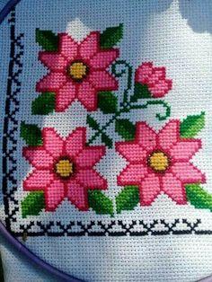 Cat Cross Stitches, Cross Stitch Bird, Cross Stitch Flowers, Cross Stitch Designs, Cross Stitching, Cross Stitch Patterns, Crochet Collar Pattern, Bead Loom Patterns, Christmas Cross