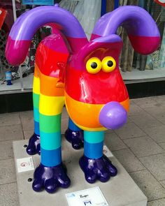 """Gromit Unleashed - Artist Richard Williams was inspired by all the colors of the rainbow to create this eye-catching, bright and beautiful """"Roger"""" design!"""