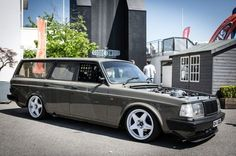 Volvo 240 wagon with Compomotive MO 5 spoke wheels