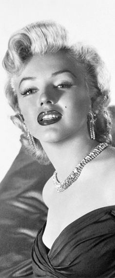 Marilyn Monroe: Iconic image of the Hollywood actress and sex symbol …. #marilynmonroe #pinup #monroe #normajeane #iconic #sexsymbol