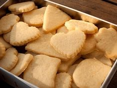The shortbread is a small dry cake with a crumbly dough of variable diameter and so Shortbread Biscuits, Biscuit Cookies, Cupcake Cookies, Shortbread Scottish, Snack Recipes, Dessert Recipes, Snacks, Drink Recipe Book, Desserts With Biscuits