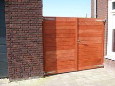 Nieuwe padoek houten poort.