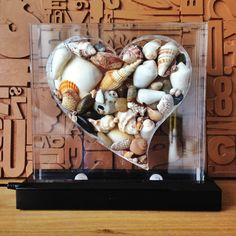 Love the sea 20x20cm heart with real sea shells from all over the world, inside 5cm plexiglass+led lighting