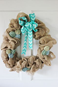This spring DIY wreath project comes together with just a few supplies, including burlap, drop cloth, and fabric dye. Here are the detailed instructions! Burlap Projects, Burlap Crafts, Diy Craft Projects, Diy Crafts, Burlap Art, Project Ideas, Diy Spring Wreath, Diy Wreath, Burlap Wreath