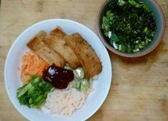 ゴマだれ焼き豆腐、キムチ玄米ビビンバ、ニンニク茎と磯摘みのりスープ Sesame marinated tofu, Kimchi brown rice bibimbap, garlic stalks and seaweed soup #ヴィーガン #vegan