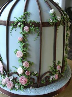 Birdcage wedding cake - back view! Fondant Cupcakes, Buttercream Cake, Cupcake Cakes, Birdcage Wedding Cake, Wedding Cakes, Cakepops, Bird Cage Cake, Cakes For Women, Creative Cakes