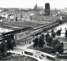 station Rotterdam Blaak stationsgebouw I (1960) Nieuw eenvoudig ontvangstgebouwtje voor het verwoeste station Beurs.
