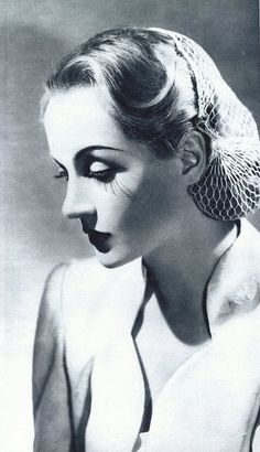 Carole Lombard in a solemn pose, longer hair dressed in a snood, near time of her death.(To Be Or Not To Be, released posthumously. Old Hollywood Glamour, Golden Age Of Hollywood, Vintage Glamour, Vintage Hollywood, Hollywood Stars, Vintage Beauty, Classic Hollywood, Vintage Soft, Vintage Makeup