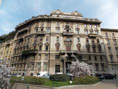 Piazza Duse. Mi #milano #milanodavedere #milanolove #loves_lombardia #loves_milano #loves_united_lombardia #loves_united_milano #milanoinsight #igersmilano #milanonascosta #volgomilano #volgolombardia #ig_milano #milanonavigli #lombardia_super_pics #milancity #milano_super_pics #fotoitaliane #panoramicview #photographyislifee #fotografia #palazzo #photoftheday #pics #splash_oftheworld #splash_hdr_best by siriolina