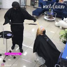 funny videos Its Corona time & this is how we dyeing hair! Hairstyles Over 50, Boy Hairstyles, Easy Hairstyle, Female Hairstyles, Style Hairstyle, Wedding Hairstyle, Braids With Fade, Cool Pictures, Funny Pictures