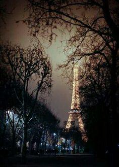 Romantic stroll in Paris